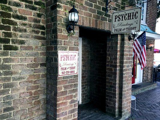 Psychic-readings_700-533x400